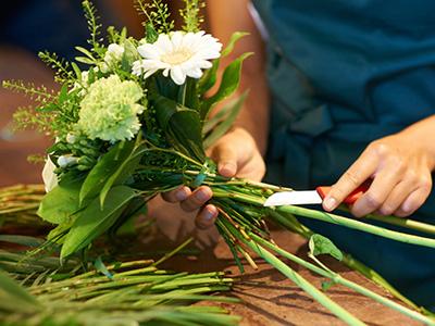 Что делать, чтобы срезанные цветы дольше стояли?