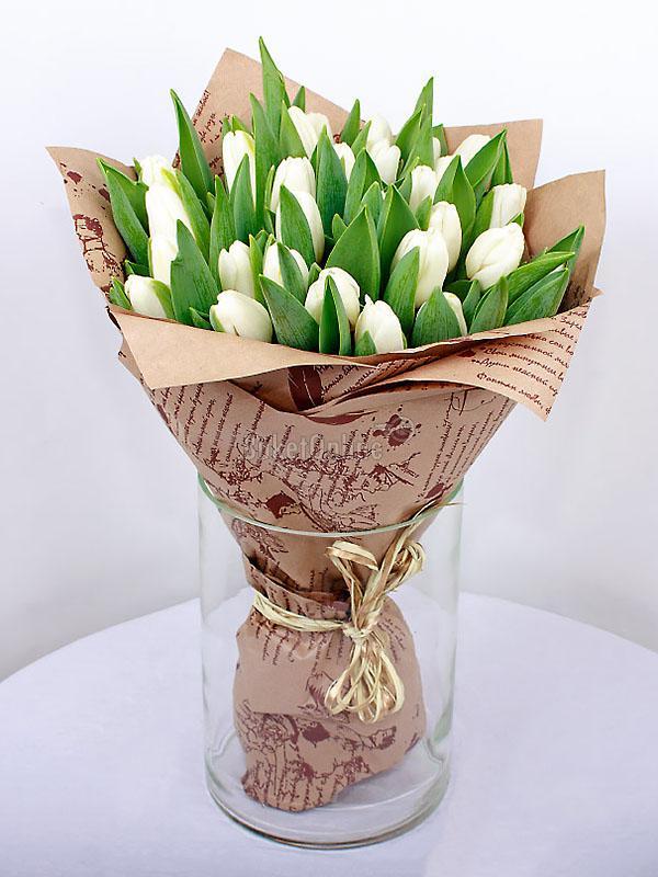 Букет 25 белых тюльпанов / доставка цветов бесплатно по Москве (в пределах МКАД).