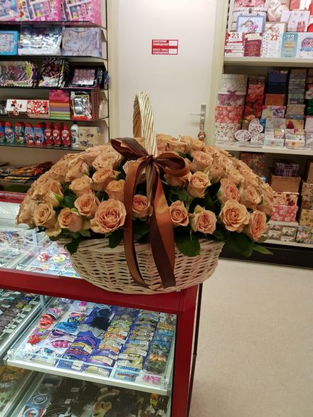 Корзина роз на Курскую