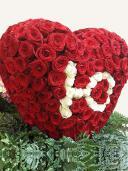Пылающее сердце - композиция из роз