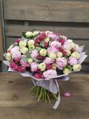 Букет из пионов и пионовидных роз