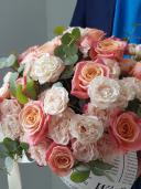 Нежная радость -  розы в шляпной коробке