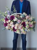 Королевский шарм - цветы в корзинке