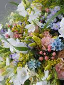 Огромный букет полевых цветов