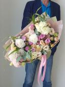 Большой букет с георгинами и розой