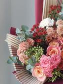 Букет с хризантемой и розой