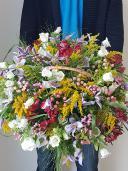 Корзина с полевыми цветами