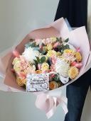 Букет с хризантемой и кустовой розой