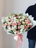 Букет из пионовидной розы, эустомы и маттиолы