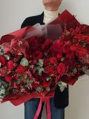 ''Big Red'' - Огромный букет цветов